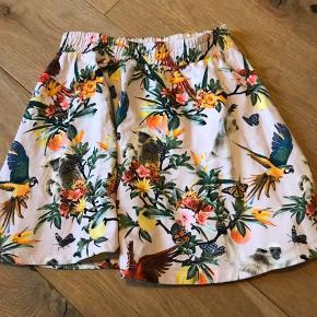 Fed nederdel fra Molo. Blusen, der matcher er også til salg.