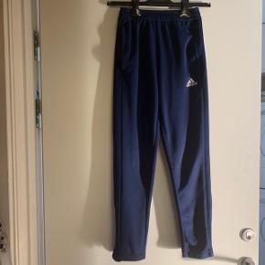 Sweatpants fra Adidas. Lynlås i benene.   #secondchancesummer