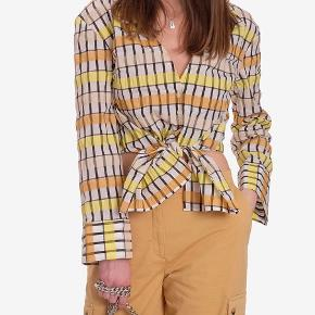MERONA CROPPED TIE FRONT SHIRT