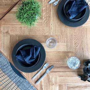 Sælger bordplader på mål - disse flotte spiseborde i sildebensmønster