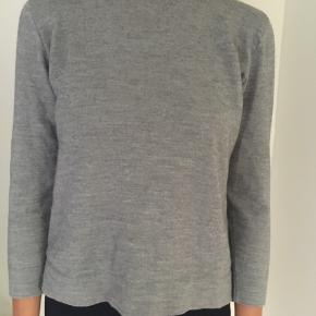 Vintage sweater fra ukendt mærke i varm kvalitet. Ingen tegn på slid. Stumper lidt i ærmerne. Passer xs-s. Kom med et bud!:)