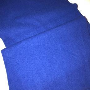 Acne Canada scarf i smuk sjælden farve fra en af de tidligst producerede Canada scarf, da Acne hed Acne jeans. Brugt ganske lidt. Ingen slid eller skade.  Bytter ikke. Pris er fast.