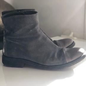 Ruskinds støvler med lædersnuder fra ANGULUS. Str. 38. De er brugte, men stadig i super fin stand.   Kom med et bud.   Køber betaler fragt (40DKK) :)
