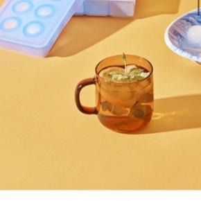 Hay isterningebakke (Ice Cube tray) brugt 1 gang og står derfor som ny. Nypris 100kr, sælges til 50 kr.