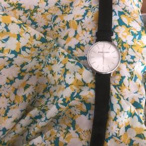 Super fint ur fra Dyrberg/Kern. Godt brugt og med en lille skade i glasset (se billede).