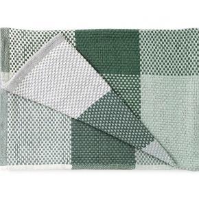 Muuto Loom grøn/grå plaid (helt som ny, da den kun har ligget til pynt) nypris 800 kr.