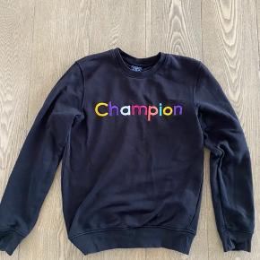 Super flot Champion sweat i str. xs, som svarrer til ca. str. 12-13 år.