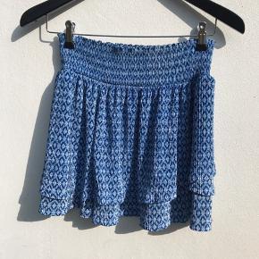 Blå nederdel fra Zara  str. 164 ( passes af en XS-S) Kan også bruges som top