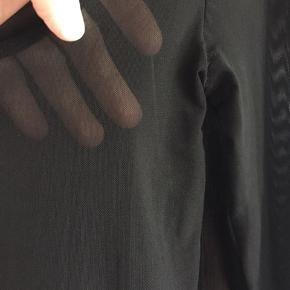 Fin gennemsigtig bluse fra samsøe & samsøe, str.36, brugt få gange. Sælges for 150,-