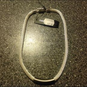 Rigtigt flot halskæde og armbånd med magnetlås fra Dansk smykke design.  Nikkel og flybrændstof Nypris  590 kr
