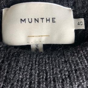 Lækker strik fra Munthe i str. 40 kun brugt 2-3 gange.
