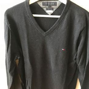 Mærke: Tommy Hilfiger Model: Strik Størrelse: Medium  Pris: 500/BYD! Nypris: 1.000 Kvalitet: Næsten som ny.