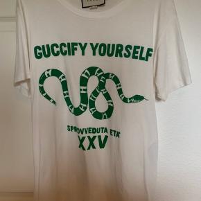 God stand udover brand-tag.  Købt i Gucci i Barcelona. NP: 2600,- Kvittering og boks medfølger