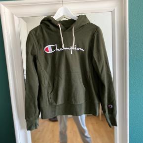 Lækker hoodie fra Champion i str S, aldrig været brugt.