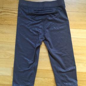 Nye korte tights fra Newline med mærke i. Rigtig lækkert stof.