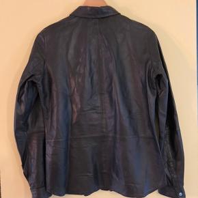 Læderskjorte