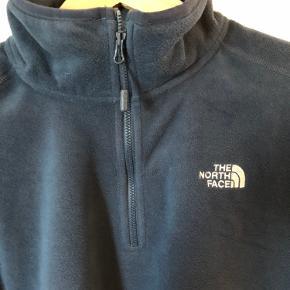 The North Face 1/4 zip fleece i navyblå, brugt 2 gange :) Mvh Gustav