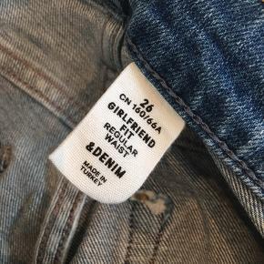 Lækre girlfriend jeans. Str. 26, svarende til str. s. Aldrig brugt.