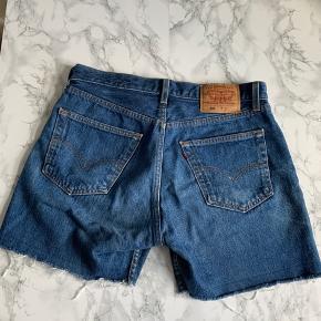 Vintage 501 Levis shorts. Passer ca. en M ( kommer selvfølgelig an på, hvor smal du er)  Køber betaler forsendelsen