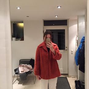 Fin jakke som jeg desværre ikke får brugt nok! Skriv for mere info
