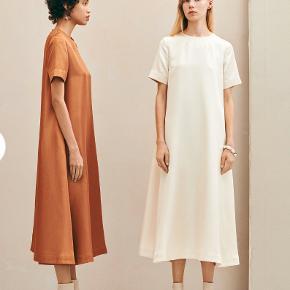 Sælger den smukkeste kjole fra Baum und Pferdgarten. Den er helt ny, stadig med prismærke på! BYD gerne, men gør det retfærdigt <3