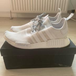 Adidas NMD R1 AW16 i hvid str. 46. Lidt lille i størrelsen. Brugt. Original skokasse medfølger