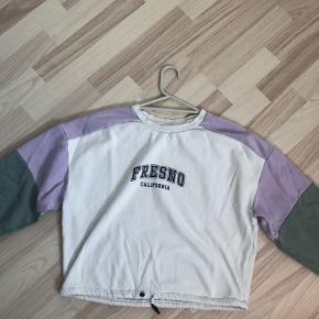 Sælger denne sweatshirt da jeg ik for den brugt... Husk nu at den er brugt og ikke ny   Bare BYD hvis i har et bedre forslag 🙃