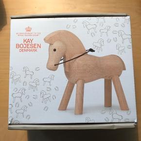 Kaj Bojesen Hest - lyst ubehandlet bøg.   Ny og ubrugt.  Sælges for 500kr pp - prisen er fast og bud besvares ikke.