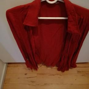 Jeg har en superflot skjortebluse af mærket estelle I str. XL som jeg gerne vil sælge. Prisen kan forhandles. Varen kan sendes-køber betaler fragt