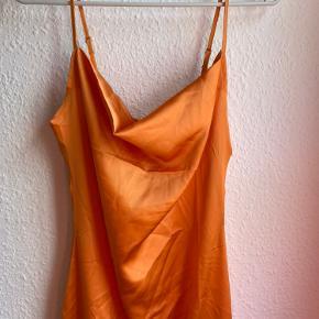 Super fin orange kjole, aldrig brugt - str. 34