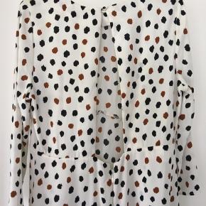 Superfin kjole med åben ryg , aldrig brugt