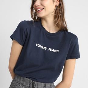🦋 Fed t-shirt fra Tommy Hilfiger 🦋 Sælges fordi den kun er blevet brugt meget få gange 🦋 NP 250