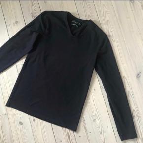 Varetype: slim bluse Farve: sort  Brugt 3-4 gange  Bytter ikke