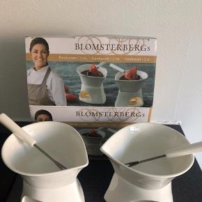 Jeg sælger dette fondue sæt, som aldrig er blevet brugt. Det er et sæt fra Mette Blomsterberg.