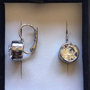 Fine øreringe fra Dyrberg/Kern de er aldrig brugt ... købt for 2 år siden . Prisen er fast
