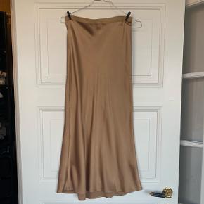 Annie bing barr silk skirt. Brugt få gange. Nypris 1500. Farven fås ikke længere