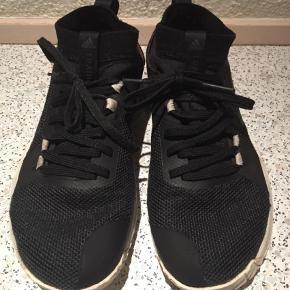 Super fine Adidas bounce sko kanon og gå i. Fra ikke ryger hjem.  Sportssko Farve: Sort