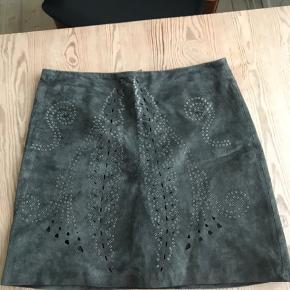 Den eftertragtede ruskinds nederdel fra Zara.