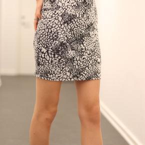 Har aldrig brugt denne nederdel. Kan enten mødes eller sende.