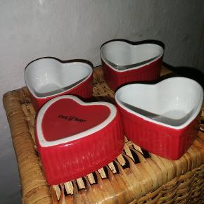 4 stk. creme brulé-skåle formet, som hjerter.