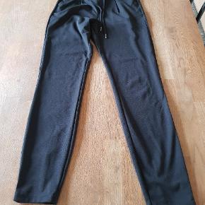 Super bløde bukser fra B Going, nypris kr. 300. Mærket er klippet af, men de er stort set ikke brugt 🙂.
