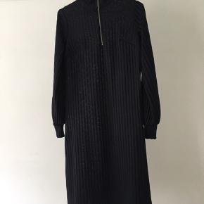 Fed kjole fra H&M trend med lynlås. Kom med et bud!!
