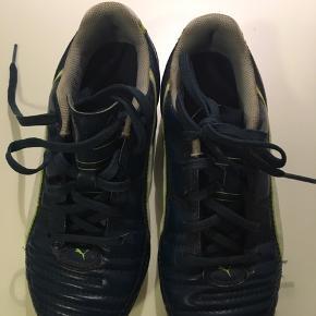 Fodboldstøvler. Meget lidt brugt.