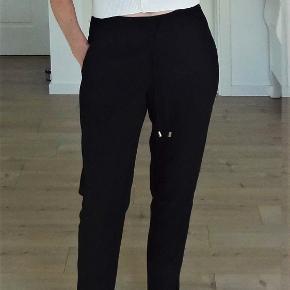 Jeans, H&M, str. 36, Sort, Ubrugt  Et par super flotte bukser  Sender gerne hvis køber betaler fragt 36 kr sendt med GLS er med forsikret forsendelse  Kan betales med mobilepay eller bankoverførsel