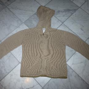 48e2db2edd3 Varetype: Lækker cardigan Størrelse: 10 år Farve: Beige Oprindelig  købspris: 600 kr