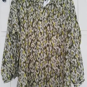 Brand: VRS Varetype: Skjorte Farve: Army/Lime Prisen angivet er inklusiv forsendelse.