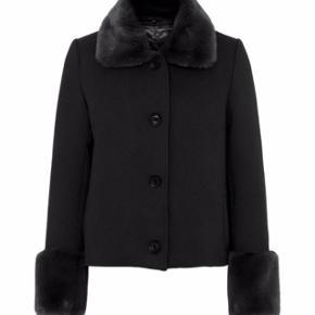 """Sælger min Meotine jakke i modellen """"Serena"""". Den fremstår som helt ny. Købt i december 2019.  Np: 1800 Mp: 1000"""