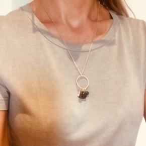 MUSE halskæde med multi charms, aldrig brugt Nypris kr. 119,-