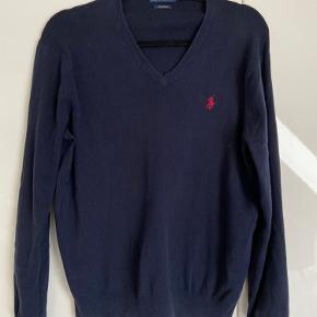 Flot Ralp Lauren Sweater, brugt meget få gange og kun vasket en enkelt. Fuldstændigt som ny  Sendes kun