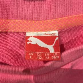 Fin Puma trøje   Str. 152/ 11-12 år Lyserød med pink skrift Brugt få gange  30 kr